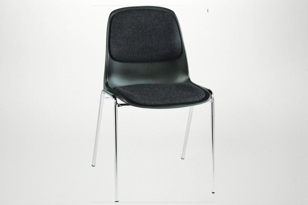 Lej en stabelstole med stof i sæde og ryg, sor